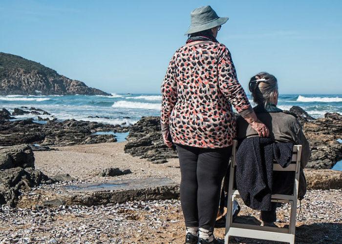 Cómo atender a las personas mayores en festivos y vacaciones