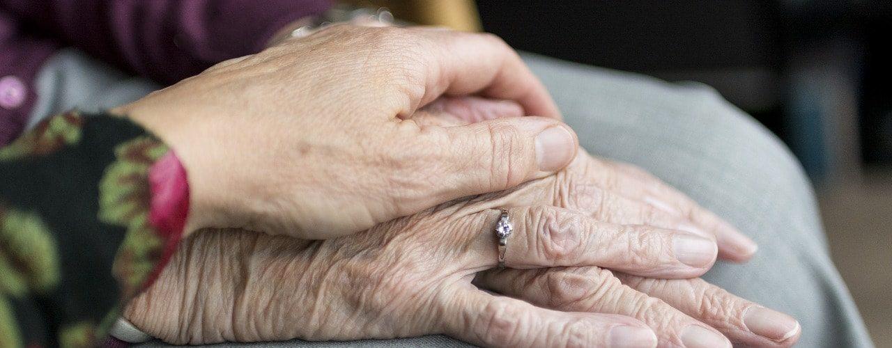 Contratar un cuidador de personas mayores