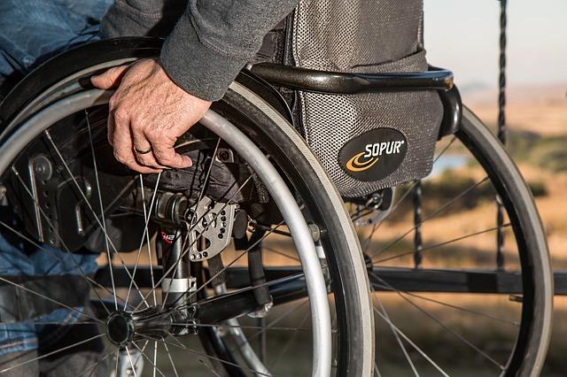 Cómo elegir la mejor silla de ruedas
