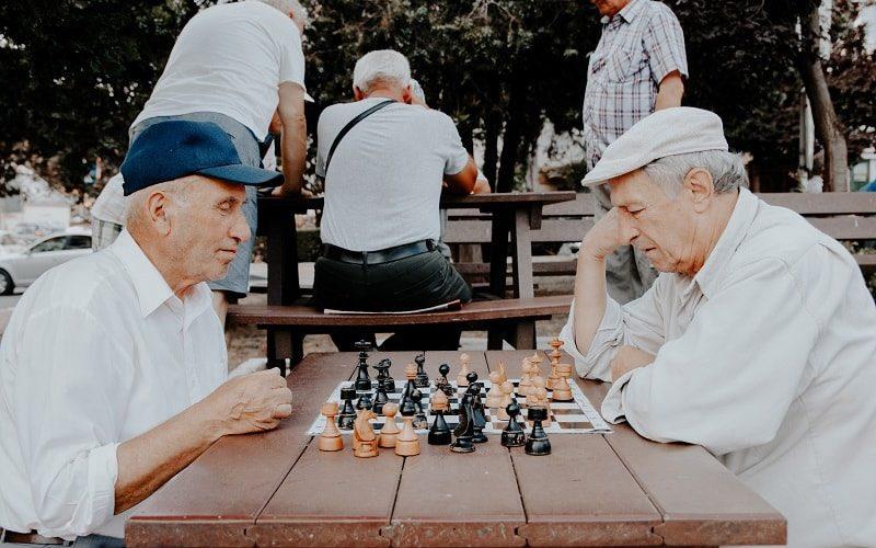 entender las necesidades de las personas mayores