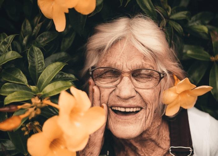 Beneficios de la risa en personas mayores