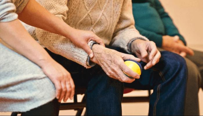 El importante papel de los cuidadores de personas mayores