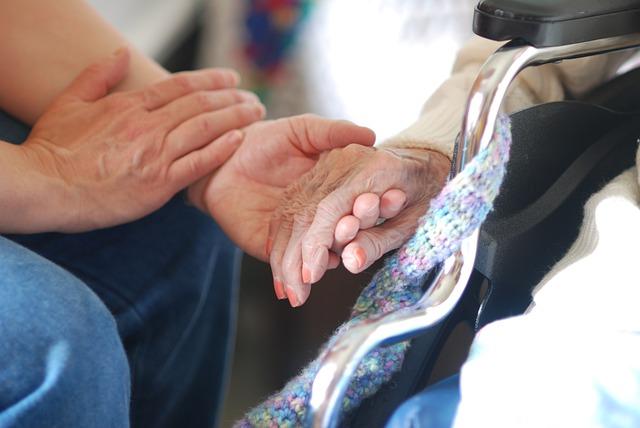 ¿Qué hacer si la persona mayor no acepta mis cuidados