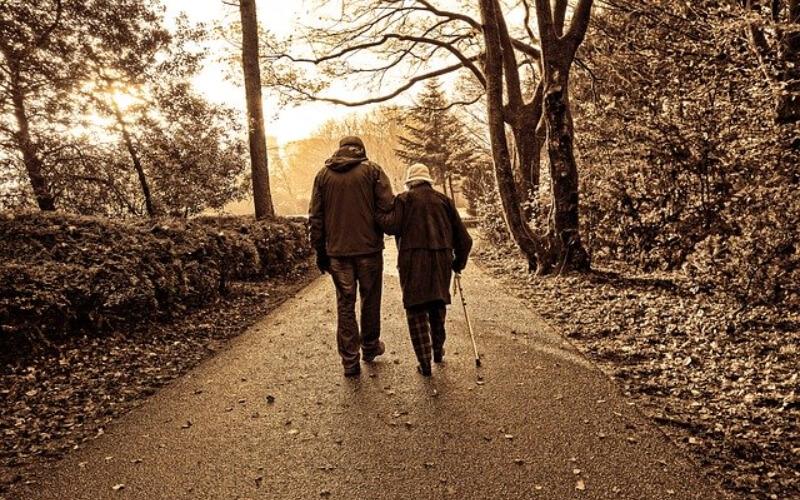Los mayores retornan a las calles