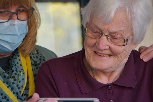 Delimitación de las funciones de un cuidador de ancianos