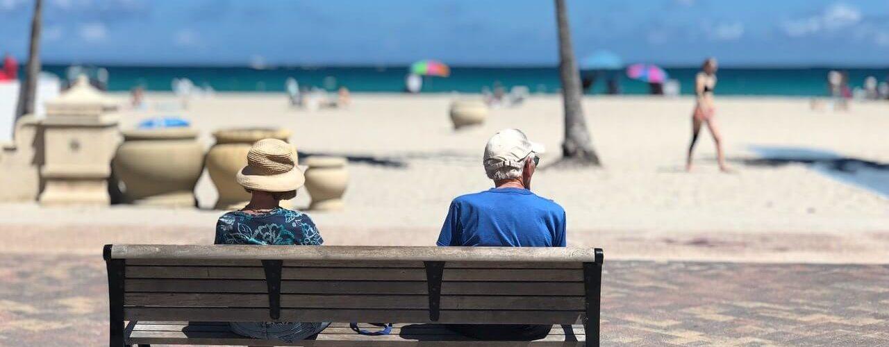 ¿Cómo cuidar a una persona mayor durante el verano