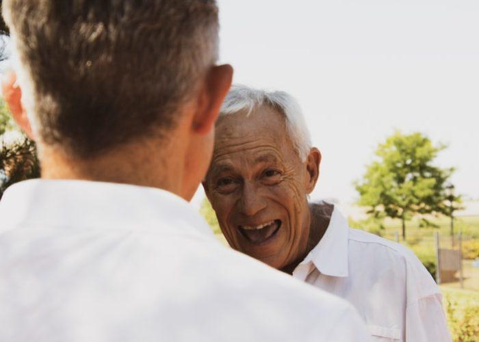 Cómo tratar a un paciente mayor con Parkinson