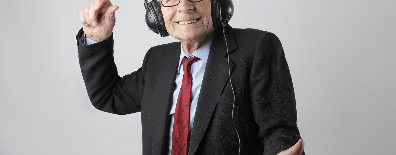 Cómo entretener y tranquilizar a las personas mayores
