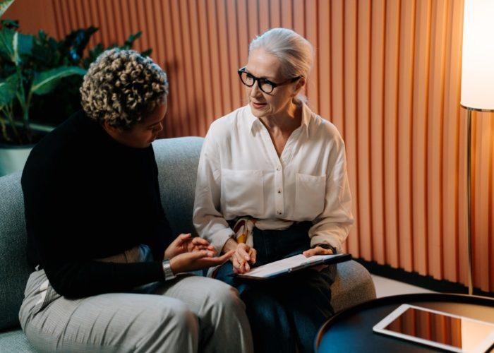 Claves para contratar a un cuidador